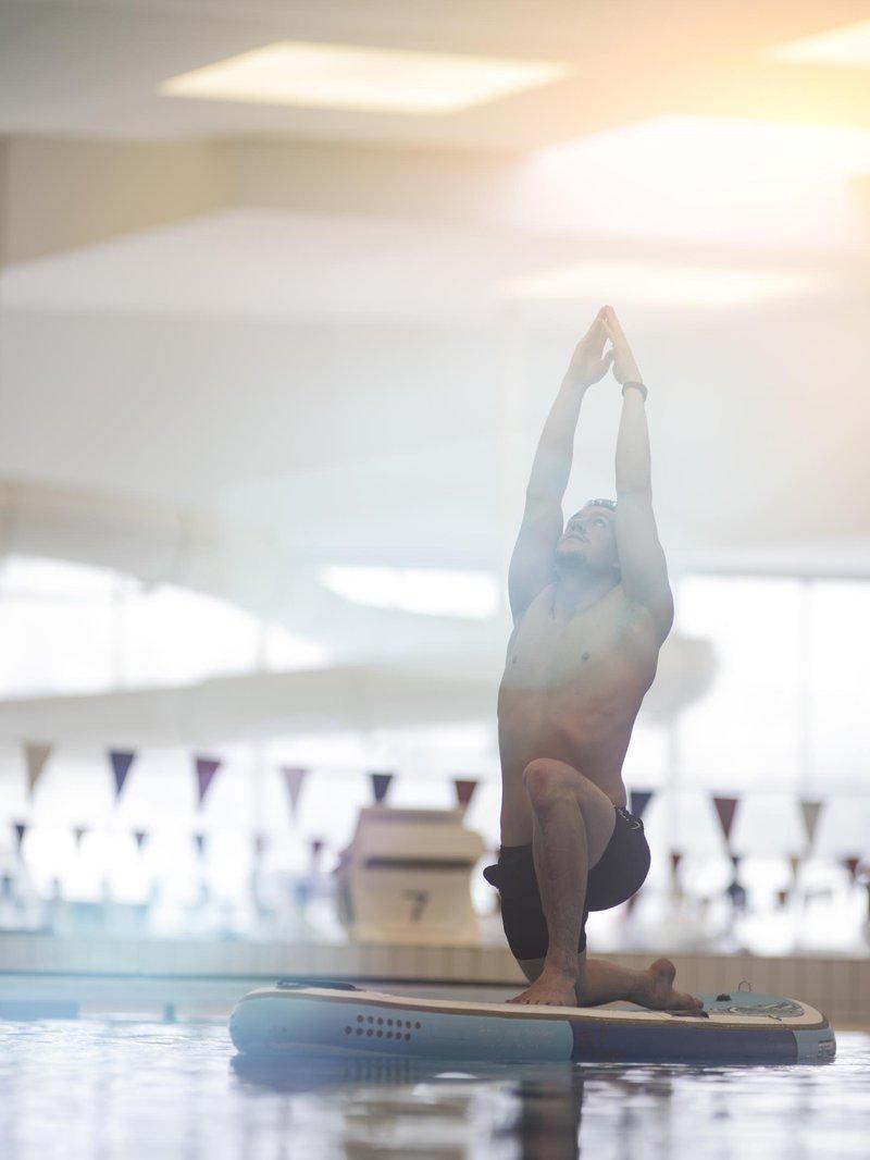 Kurs i yoga på SUP-brett i AdO arena